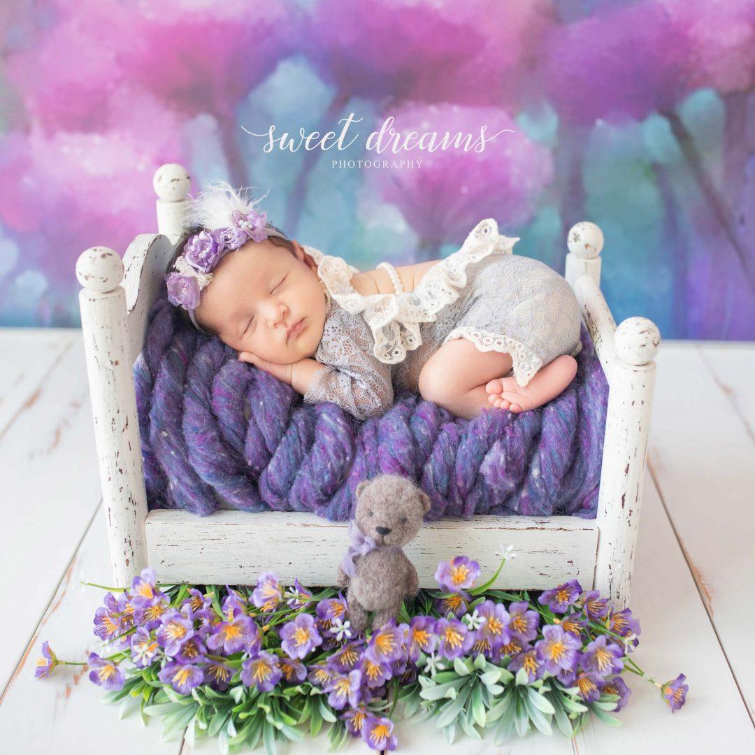 Mor Konseptli Bebek Fotoğrafı